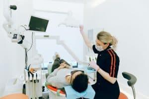 טכנאי שיניים מקצועי- כיצד למצוא